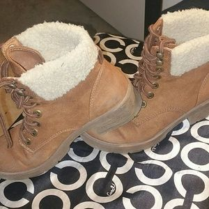 Shoes - Boots with faux fur